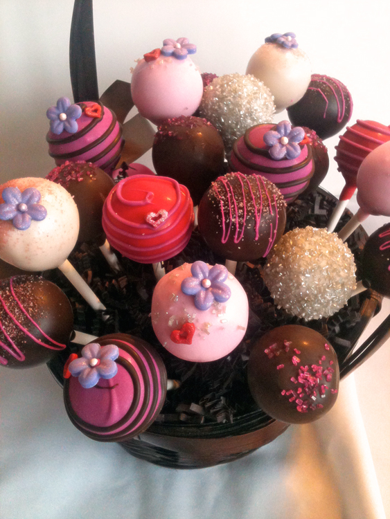 Valentine S Day Cake Pops Think Outside The Red Box